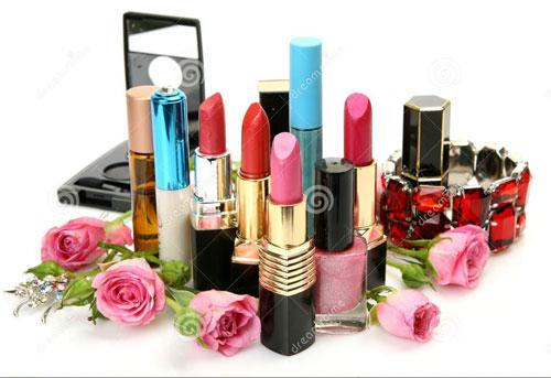 آموزش کار با مواد در سالن های آرایش زنانه